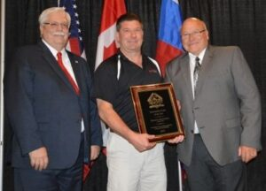 Pete Gassert (center) accepts his award from ACSA President Duane Sutton (right) and ACSA Vice President Bob Kirchner.